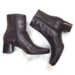 BROWN LEATHER ANKLE BOOTS (NATURALIZER)